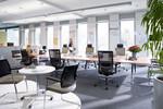 Schnell und multifunktional unterstützt der Bürostuhl Duera Konzentration und Kommunikation.