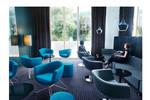 Sorriso ist ein Sessel, der im Loungebereich gestalterische Akzente setzt.