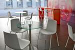 Das Stuhlmodell Lottus ist in vielen Varianten erhältlich und fügt sich so perfekt der gewünschten Umgebung an.