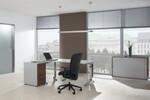 Die Canvaro Steh-Sitz-Tische lassen sich in der Höhe stufenlos verstellen und beugen durch variable Arbeitspositionen Fehlhaltungen und Rückenproblemen vor.