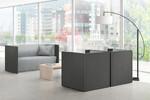 Lounge-Situationen. Warten kann so schön sein: In bequemen Syneo Sitzlounges können Gäste in Ruhe ankommen und angenehme Entspannung finden. [Assmann]